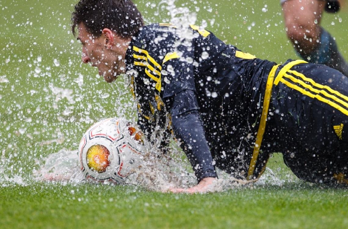 Плохая погода для футбола