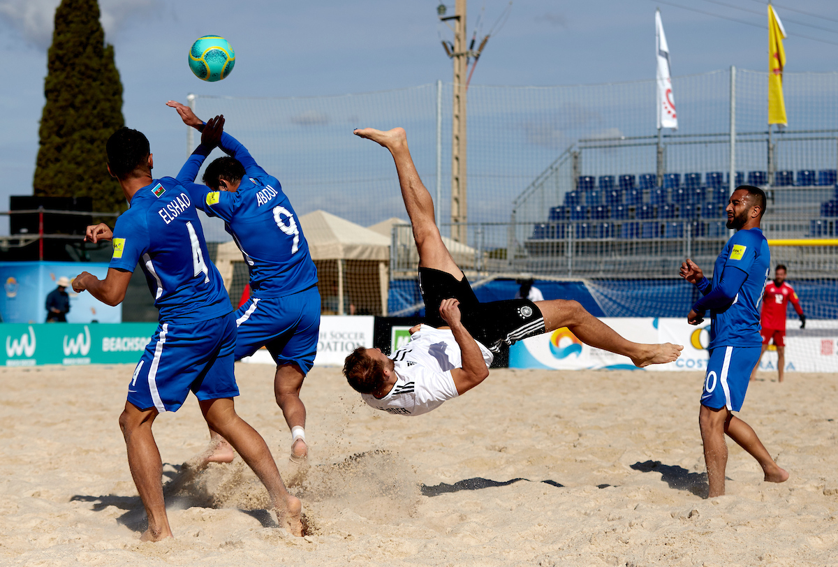 Правила пляжного футбола