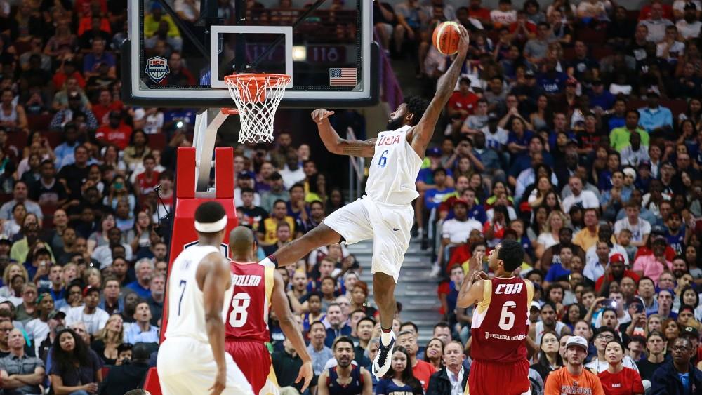 В баскетболе встреча делится на четверти